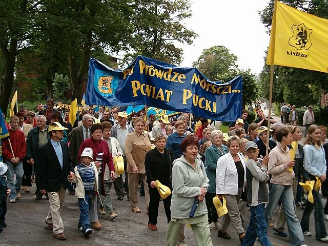 Zjazd Kaszubów w Kościerzynie. Przemarsz (3437)