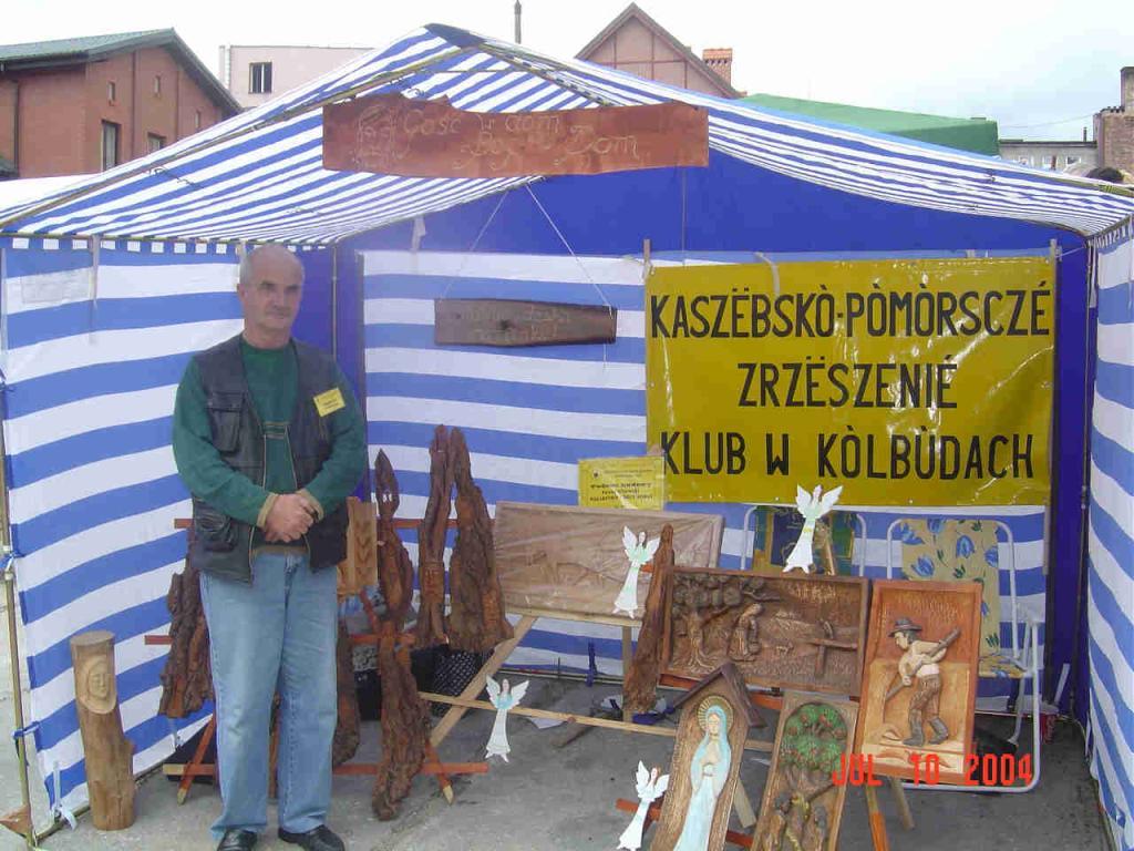 Zjazd Kaszubów w Kościerzynie. Paweł Kitowski prezentuje swoje prace