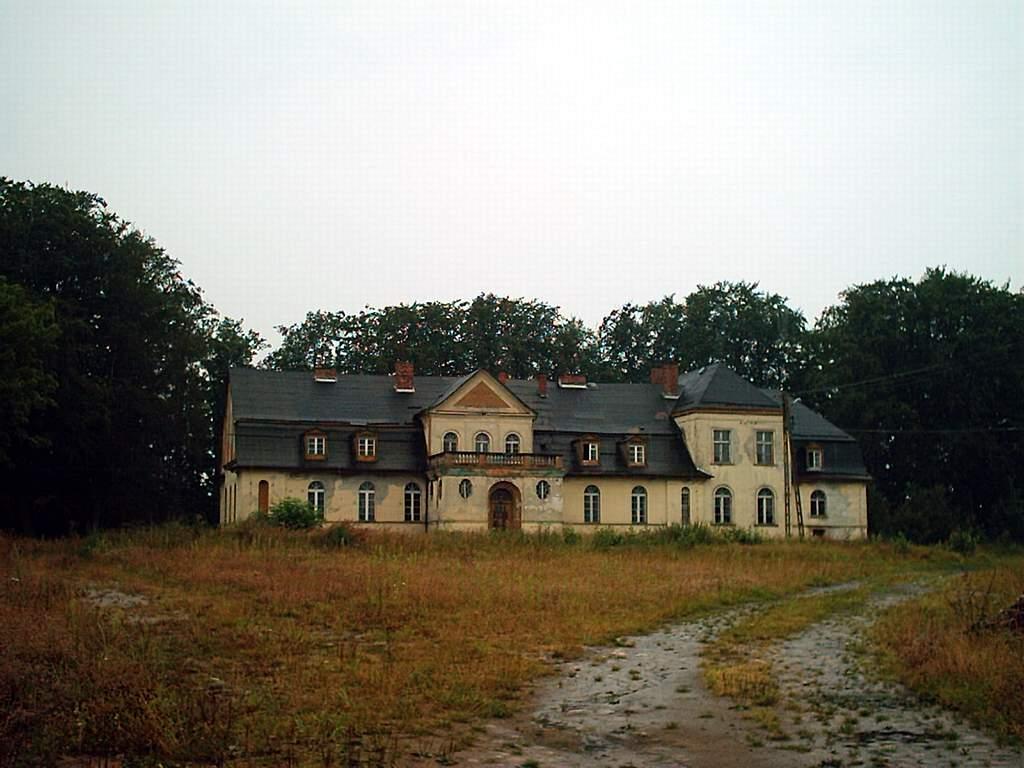 Łebunia - dworek z XIX w.