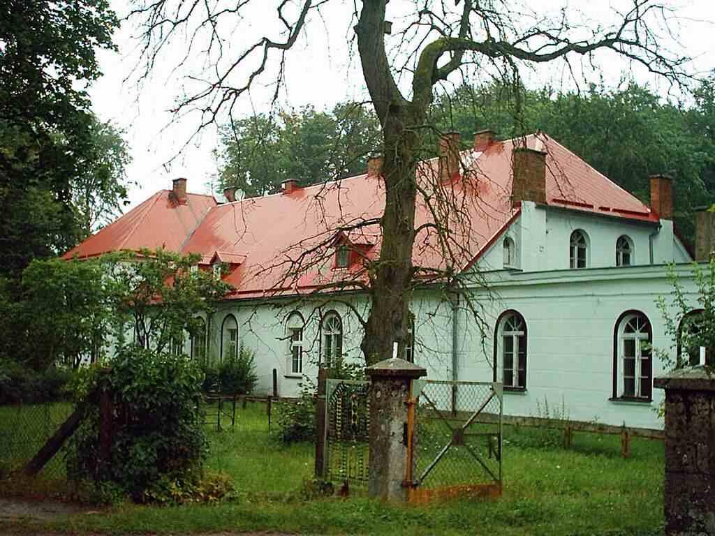Cewice - dwór z XIX w.