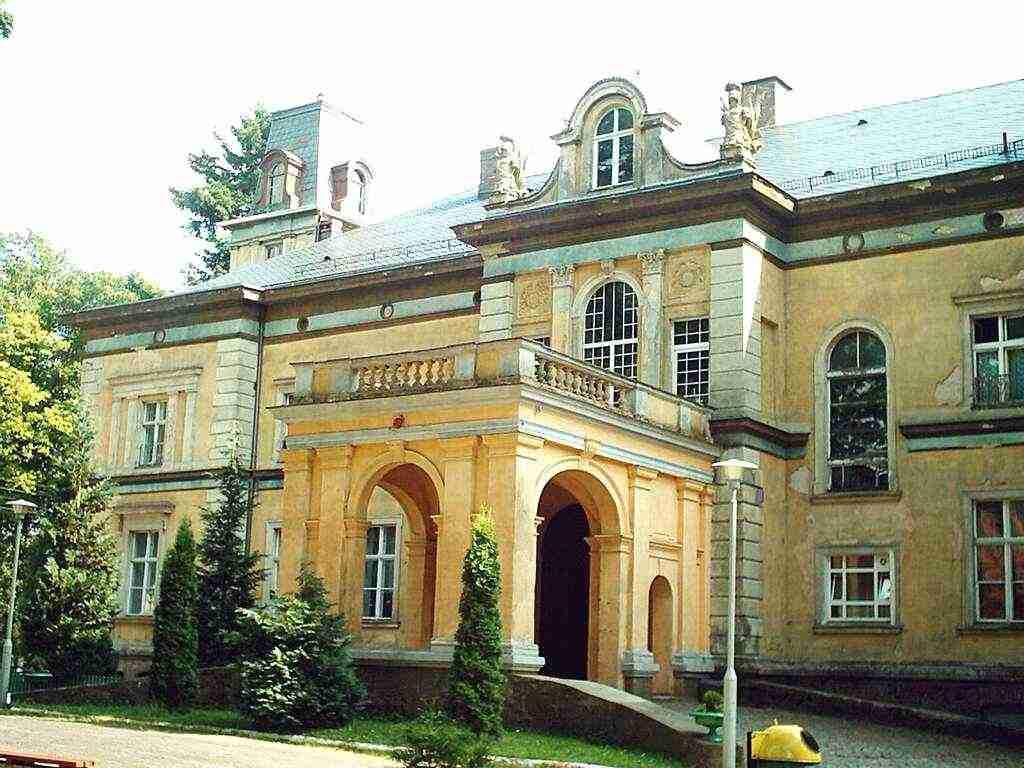 Damnica - pałac