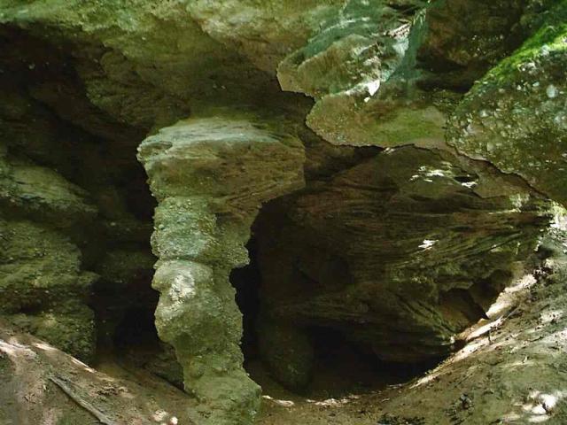 Mirachowo. Jaskinia nad jez. Lubygość