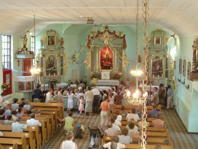 Adoracja w kościele