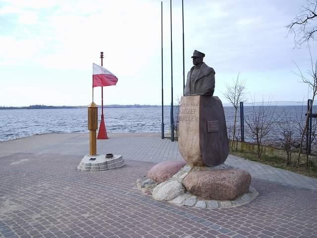 Puck - pomnik