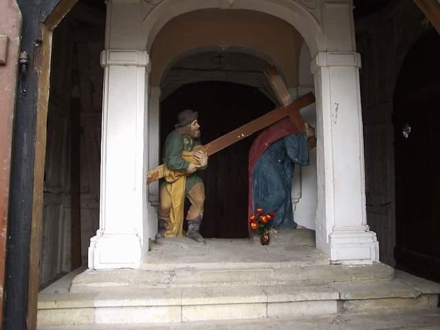 Rzeźba Szymona Cyrenejczyka i Jezusa