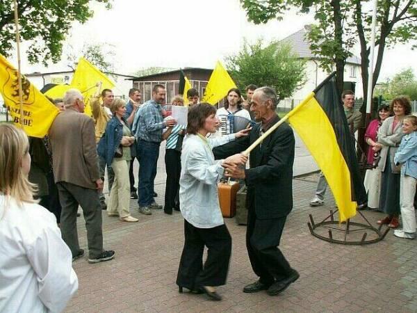 Poparcie dla szkoły w Tuszkowach. Manifestacja w Lipuszu