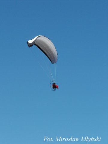 Paralotnia nad klifem w Chłapowie