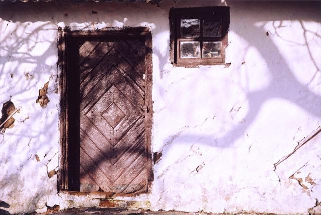 Bliski ruiny dom o konstrukcji ryglowej
