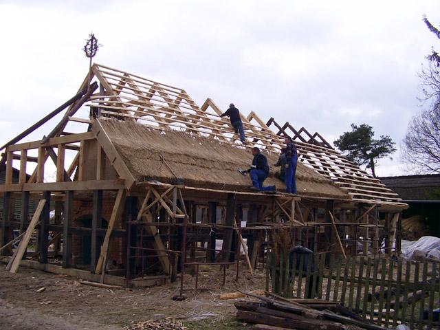 Kluki - budowa chaty (1)