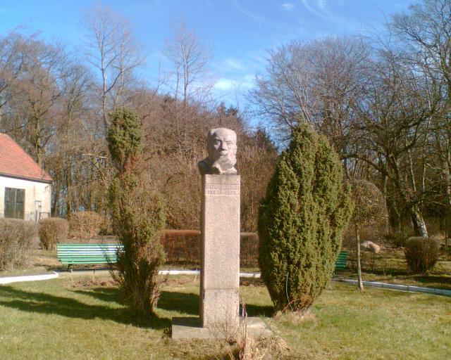 Pomnik Stefana Zeromskiego w Rozewiu