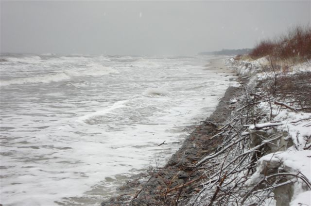 Wydma podmyta przez sztorm