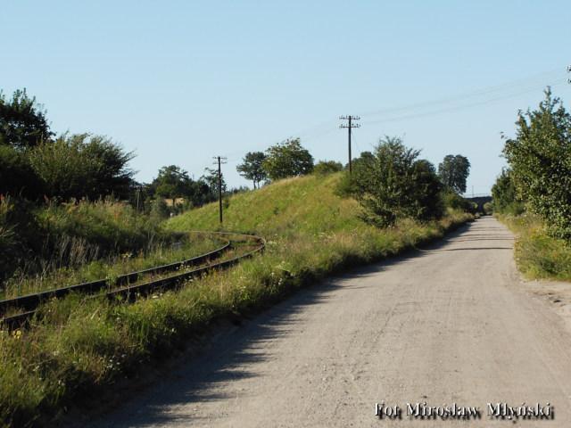 Wjazd na zlikwidowaną trasę kolejową Kościerzyna Sikorzyno Gołubie