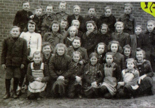 Szkoła Podstawowa w Luzinie rocznik 1937, 1938