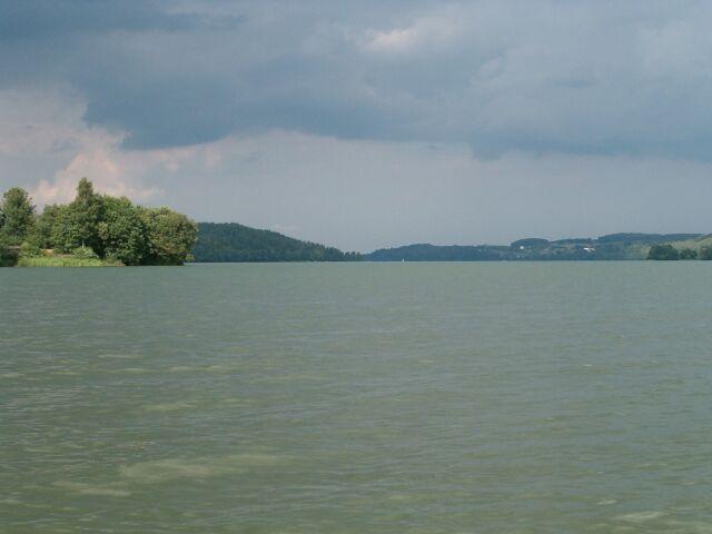 Jezioro Raduńskie przed deszczem