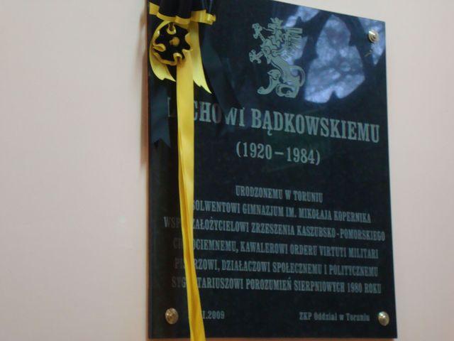 Tablica poświęcona Lechowi Bądkowskiemu w Toruniu