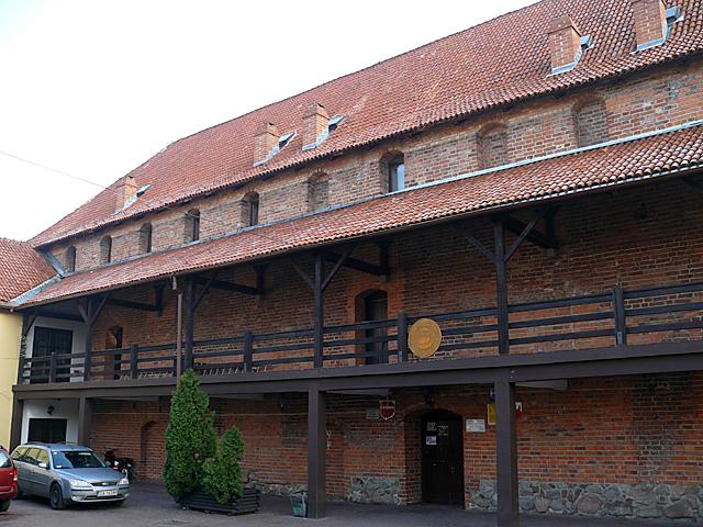 Zamek w Nowem - widok od strony dziedzińca