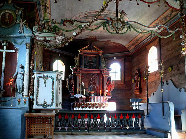 Wdzydze Kiszewskie - wnętrze świątyni