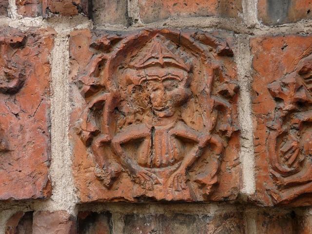 26 Drawsko - postać biskupa (portal południowy