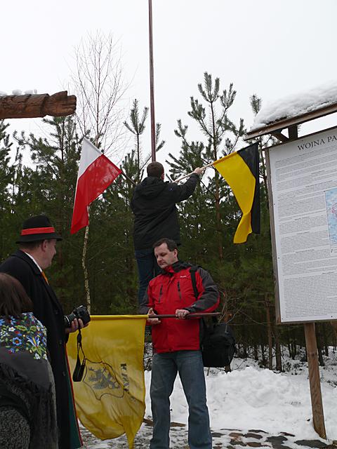 Marek Wantoch Rekowski zamienia chorągiewkę na kaszubską flagę