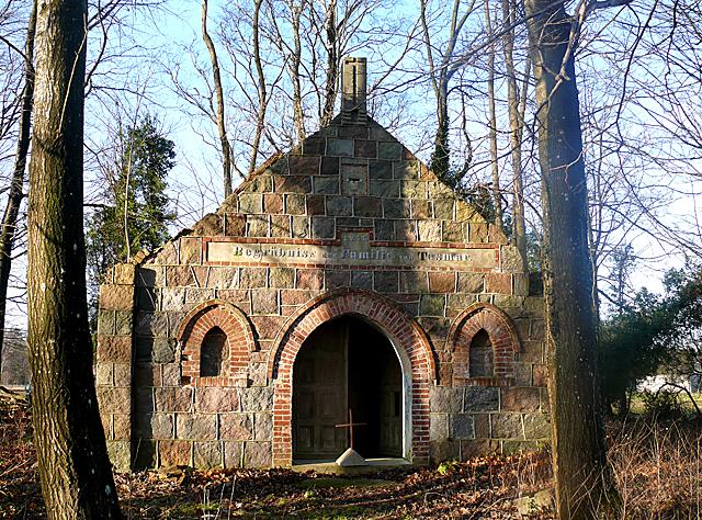 Borkowo Lęborskie - grobowiec rodziny Tesmar