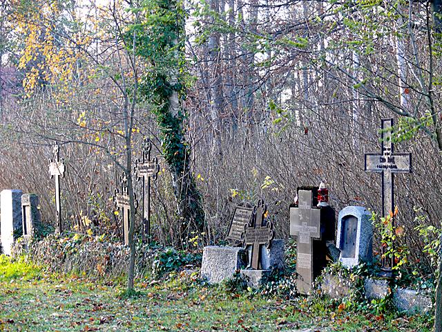 Dzięcielec - lapidarium przy kościele