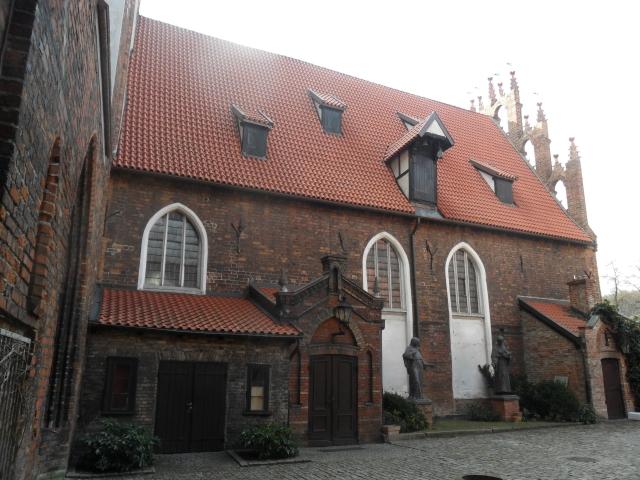 Podwórze bënë Francëszkańsczégò Klôsztoru