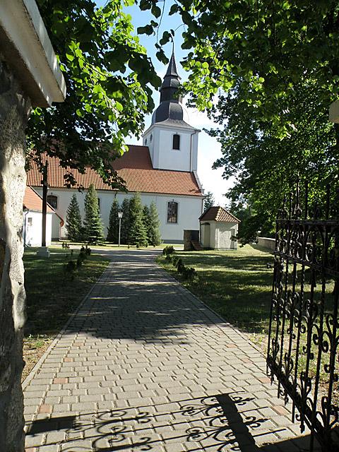 Kościół św. Piotra i Pawła w Konarzynach