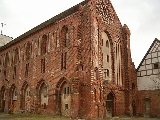 Kołbacz - kościół od pn-zach (2530)