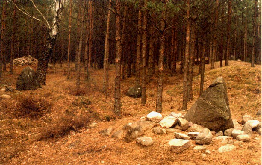 Kamienne kręgi i kurhany