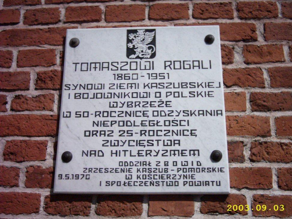 Tablica Pamiątkowa ku czci Tomasza Rogali.