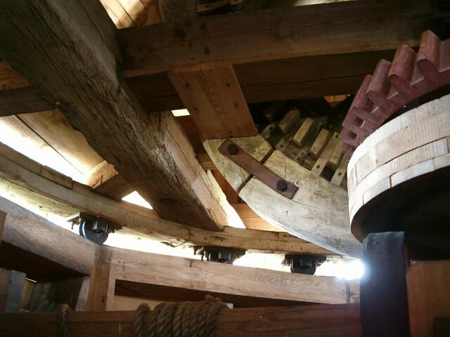 Wiatrak - wnętrze obrotowej kopuły (2986)