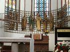 Figury świętych w prezbiterium