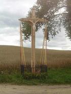 Szymbark. Krzyż przy drodze na Potuły
