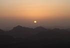 Wschód słońca na Synaju widziany z góry Mojżeszowej