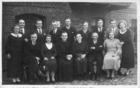 Familëjny pòtkanié Żuroch-Czôpiewsczich z Biebrznicczégò Młina przed młińską chëczą