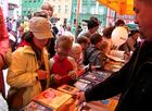 Stoiska z książkami nie tylko dla dzieci