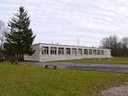 Współczesny budynek szkolny z lat 60. (albo 70.)