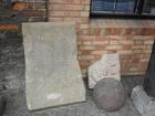 Grobnô plata na pòdwórzim Francëszkańsczégò Klôsztoru